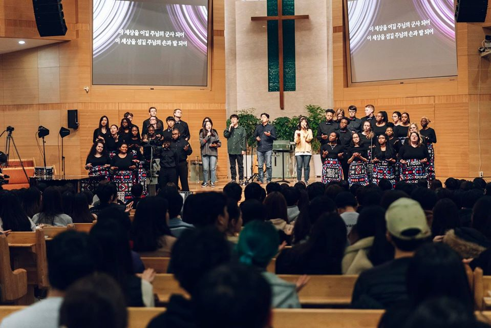 Calvin U gospel choir partuicipate in Korean church worship